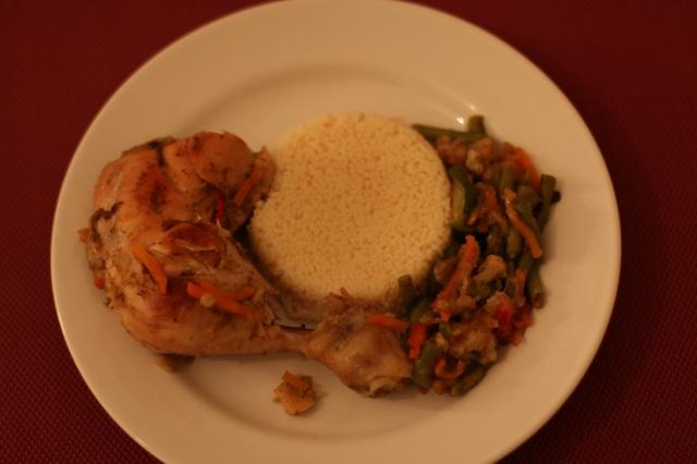 Légumes variés,poulet et semoule